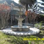 Fuente en jardin del inmueble